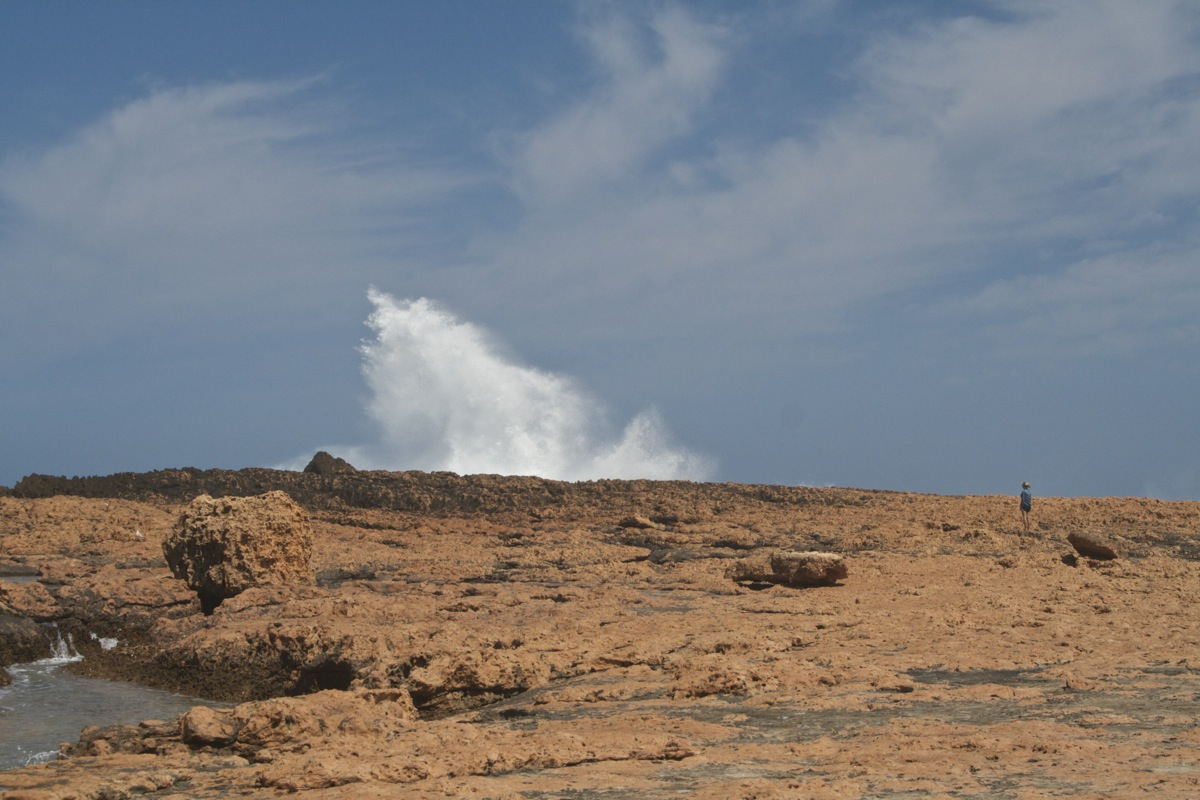Crazy king waves crashing against the cliffs